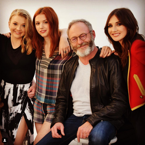 Natalie Dormer, Hannah Murray, Liam Cunningham and Carice 봉고차, 반 Houten