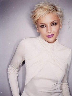 Rachael Leigh Cook - Photoshoot with Short Blonde Hair