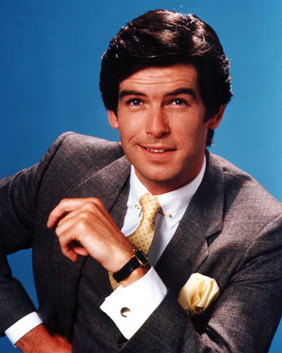 Remington Steele karatasi la kupamba ukuta containing a business suit and a suit entitled Remington Steele