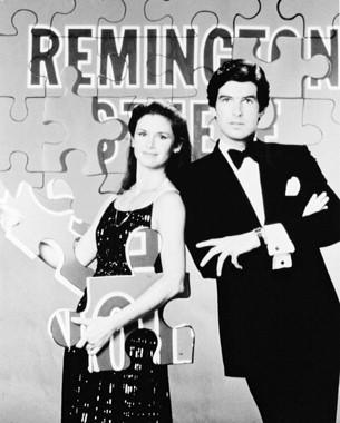 Remington Steele karatasi la kupamba ukuta entitled Remington Steele