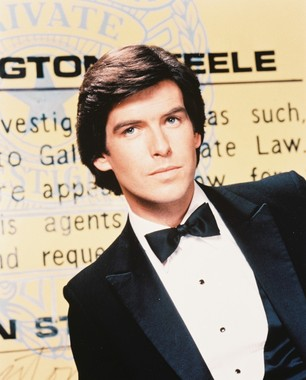 Remington Steele 바탕화면 probably with a business suit and a dress suit titled Remington Steele
