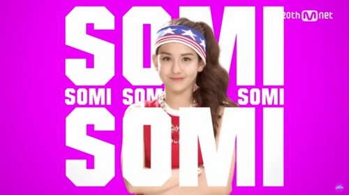 Twice (JYP Ent) achtergrond with a portrait entitled Somi