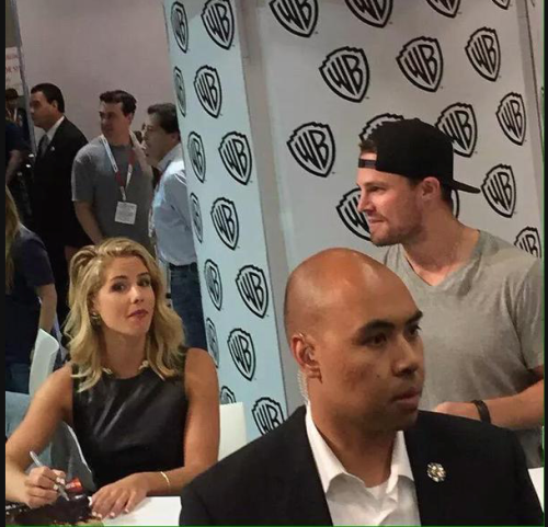 Stephen Amell & Emily Bett Rickards wallpaper containing a business suit titled Stephen Amell and Emily Bett Rickards signing autographs at SDCC 2015.