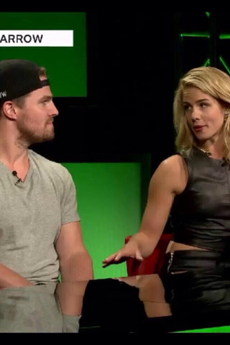 Stephen Amell & Emily Bett Rickards achtergrond called Stephen and Emily @ SDCC 2015