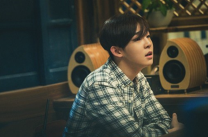 "Tae Hyun Enjoys comida in Behind-the-Scenes Stills for ""Late Night Restaurant"""