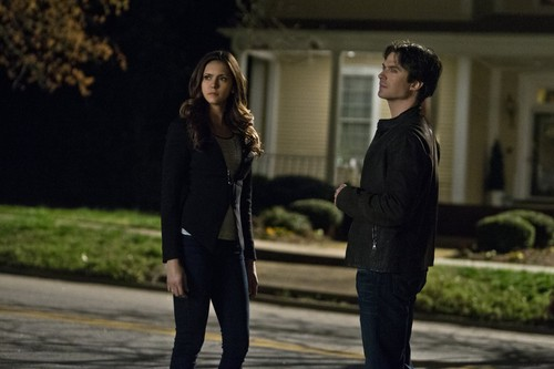"""The Vampire Diaries kertas dinding containing a business suit, a street, and a well dressed person entitled The Vampire Diaries """"I'd Leave My Happy utama for You"""" (6x20) promotional picture"""
