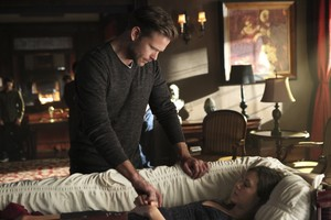 "The Vampire Diaries ""I'm Thinking of あなた All the While"" (6x22) promotional picture"