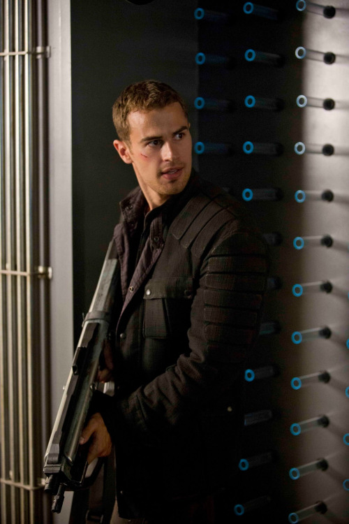 Theo James  Wikipedia