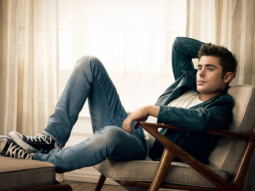 http://images6.fanpop.com/image/photos/38600000/Zac-Efron-zac-efron-38639291-500-375.jpg