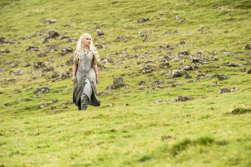 Daenerys Targaryen wallpaper called daenerys targaryen