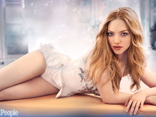 amanda seyfried wallpaper probably with skin entitled Amanda