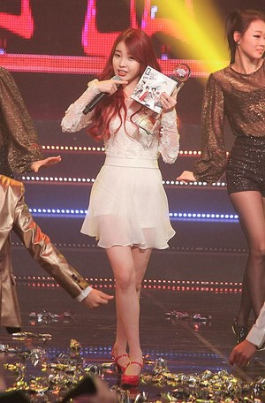 131017 iu 'The Red Shoes' at Mnet 'M! Countdown' (News Photos)