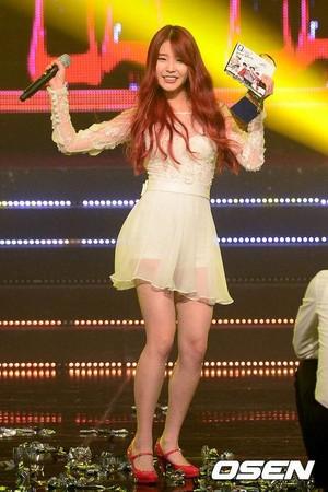 131017 ইউ 'The Red Shoes' at Mnet 'M! Countdown' (News Photos)