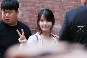 140530 IU arriving at her small theater concert