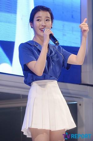 150731 IU at Hite Jinro spiaggia concerto (News Photos)
