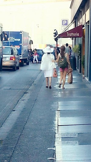 150805 ‪‎IU‬ and Yoo In na‬ spotted in Florence, Italy!