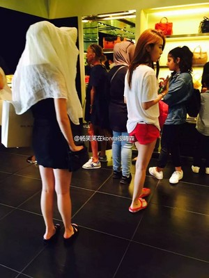 150807 IU and Yoo In Na spotted in Milan Designer Factory Outlet
