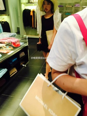 150807 IU spotted in Milan Designer Factory Outlet