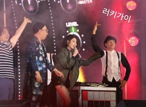 150813 आई यू and Park Myungsoo at Infinity Challenge Festival