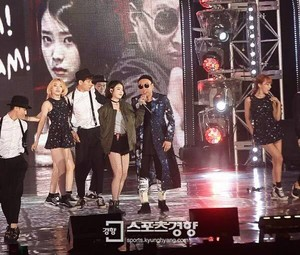 150813 IU at Infinity Challenge Festival with GD and Park Myungsoo