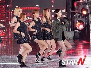 150813 李知恩 at Infinity Challenge Festival with GD and Park Myungsoo
