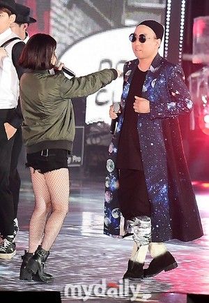 150813 IU(アイユー) at Infinity Challenge Festival with GD and Park Myungsoo