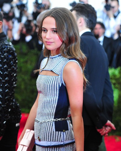 Alicia Vikander Hintergrund with a cocktail dress called Alicia Vikander