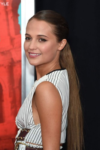 Alicia Vikander wallpaper possibly containing a portrait called Alicia Vikander