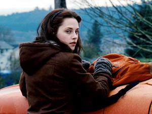 Bella glancing at Edward