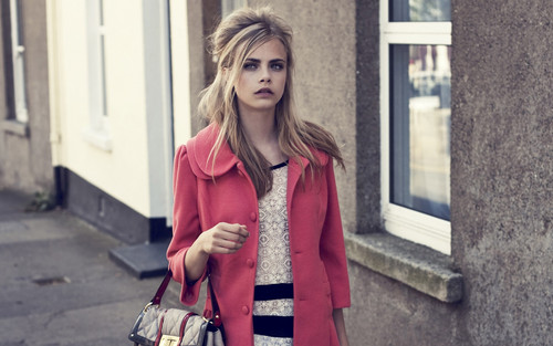Cara Delevingne Обои probably containing a street, an outerwear, and a business suit called Cara Delevingne