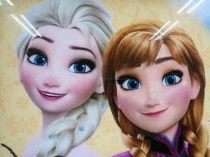 Elsa and Anna on a Japanese ad