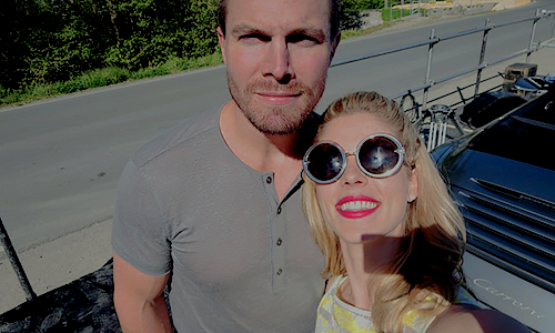 Emily Bett Rickards fond d'écran probably with sunglasses entitled Emily Bangtan Boys S3