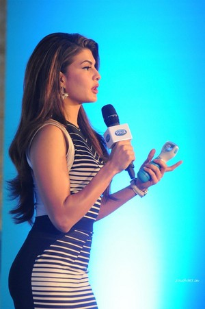 Jacqueline Fernandez At Scholl Velvet Smooth Express Launch Event 23
