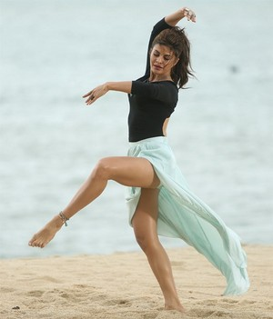 Jacqueline Fernandez ballet dance for Roy song