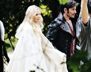 Jennifer and Colin on Set