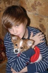 Justin Bieber hugs sammy