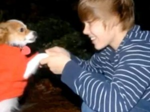 Justin Bieber plays with Sammy