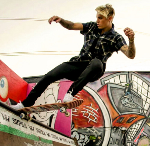 justin bieber wallpaper with anime titled Justin Bieber,skateboard ,2015