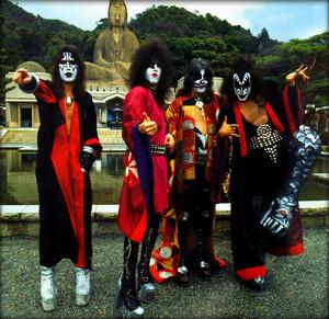 চুম্বন (Spirit Temple) Kyoto, Japan…March 27, 197