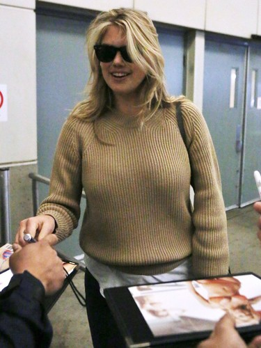 Kate Upton Hintergrund containing sunglasses called Kate Upton