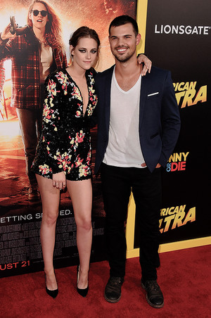 Kristen reunites with Twilight co-star,Taylor Lautner at American Ultra premiere