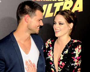 Kristen with Twilight co-star Taylor Lautner at American Ultra premiere