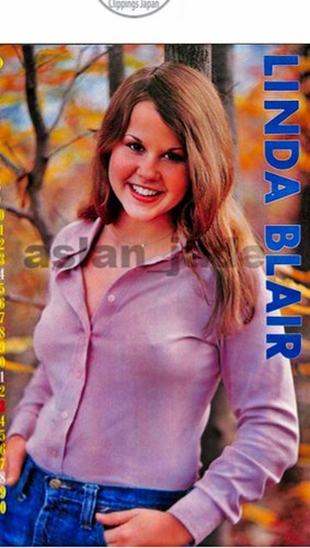 The Linda Blair Pretty Corner kertas dinding possibly with a top, a hip boot, and an outerwear entitled Linda Blair