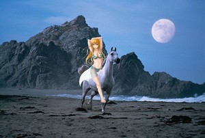 Nami rides on her Beautiful White kuda, steed