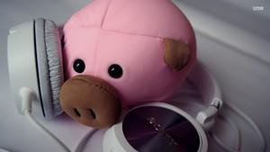 Piggy and Headphones