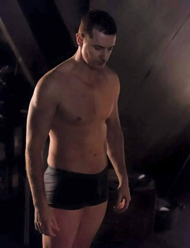 Richard Armitage Hintergrund with a six pack and a stück, hunk titled RA as Francis Dolarhyde aka 'The Red Dragon' in Hannibal