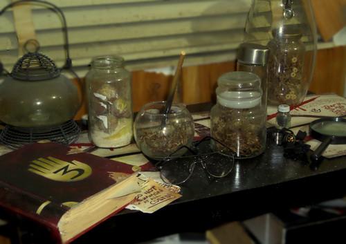 গ্র্যাভিটি ফল দেওয়ালপত্র possibly with a ডিনার table, a holiday dinner, and a ডিনার titled SAM 2329