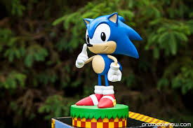 Sonic statue