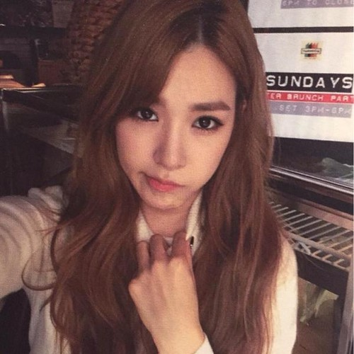 Tiffany Hwang fondo de pantalla possibly containing a pianist called Tiffany Birthday Party Photobook