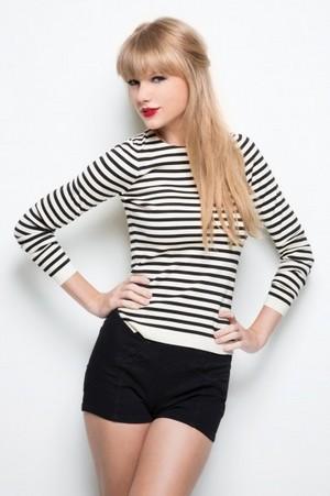 black white striped シャツ black shorts 386x580 large